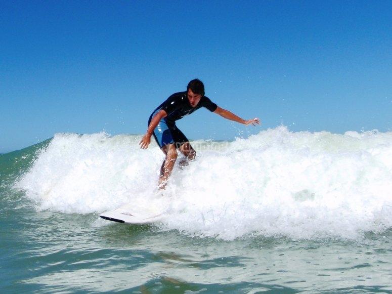 Surfeando en playas gaditanas