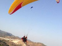 Flying in tnadem with paraglide