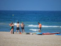 Lesson of sup at the foot of the beach