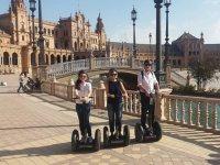 Visitando la Plaza de Espana en segway