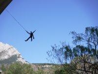 Disfrutando del salto en puenting