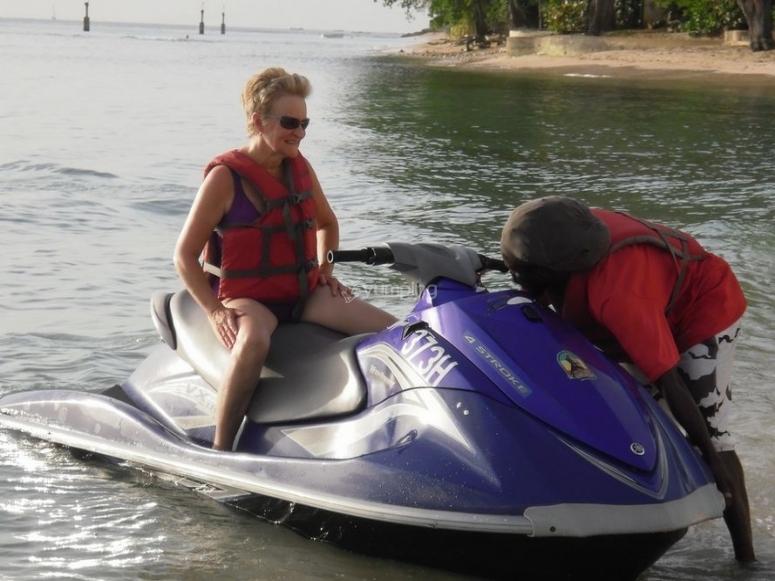 godendo le moto d'acqua a peniscola