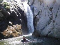 峡谷溪降在赫罗纳利尔达