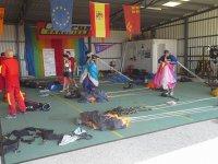 Preparando los paracaidas en el aerodromo
