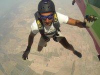 Saltador lanzandose desde el avion