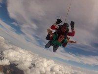 Su primer salto de paracaidismo