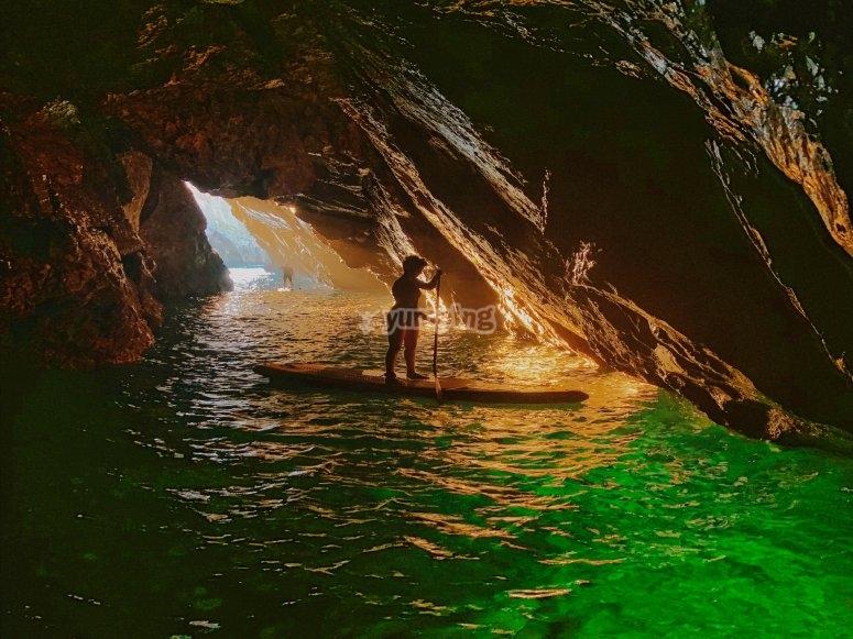穿过兰斯洞穴的皮划艇游览
