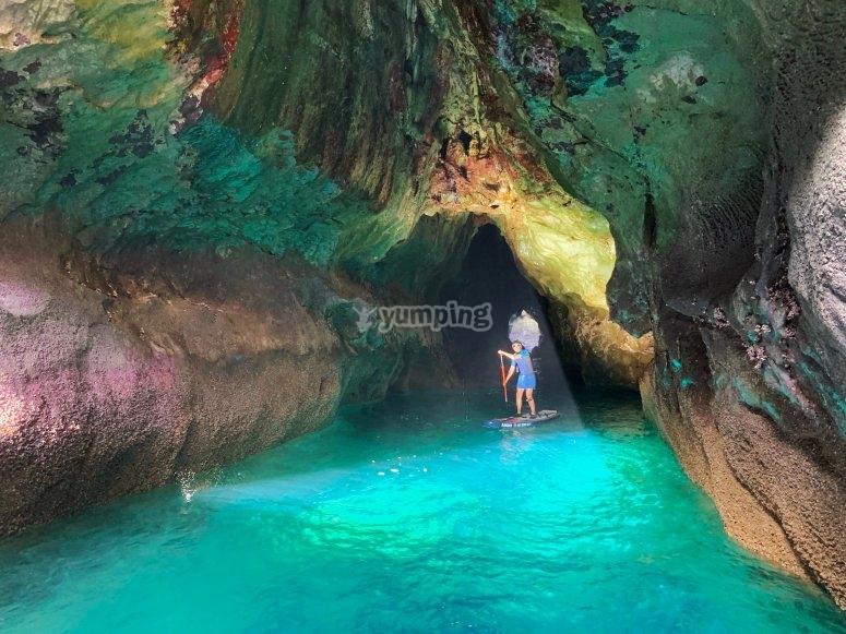 穿越皮划艇的洞穴导游路线