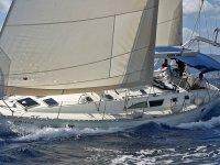 Barche a vela grandi e capaci