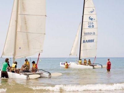 帆船赛在Catamaran最低12 Pax在Castelldefels