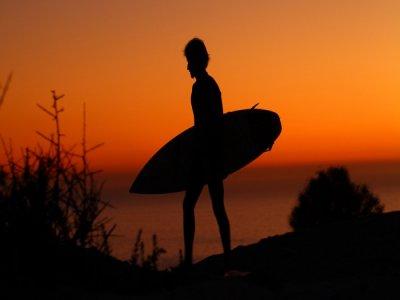 Surfari sobre tabla desde la Playa de las Américas