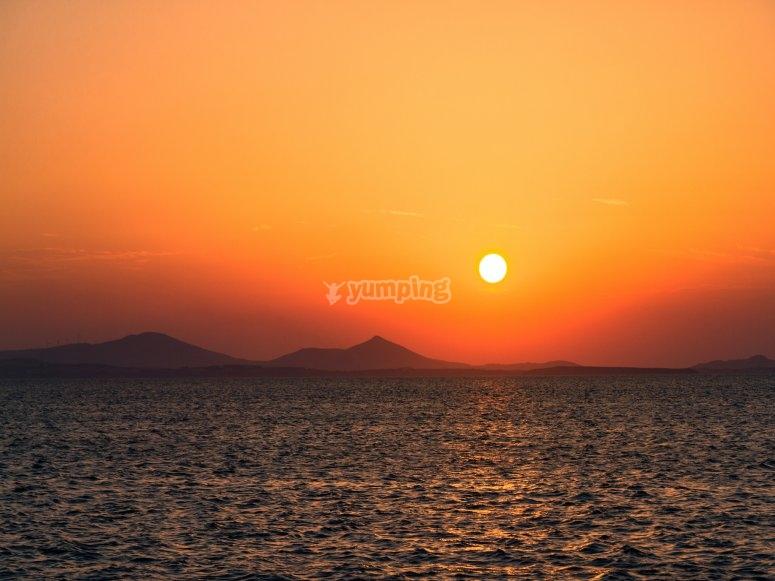 在Costa Dorada乘船日落