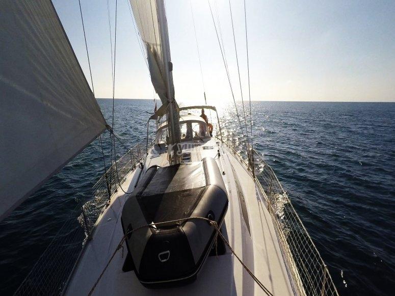 Navegando al atardecer por la costa Dorada