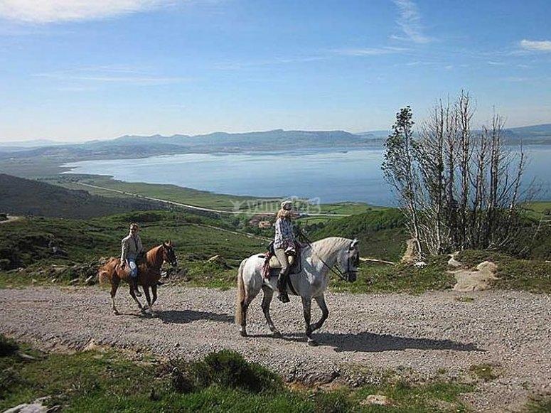 Paseando a caballo en Santander
