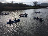 Agrupación de kayaks biplaza en Coruña