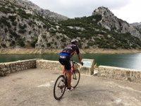 哥布鲁(Borg Blau)骑自行车