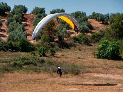 Algodonales附近的杂技滑翔伞