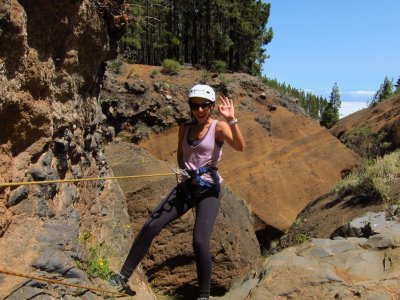 Dry canyon descent in Los Arcos, 4 hours