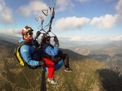 20 min paragliding + lunch, Catalonia