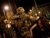 Apuntando a la cabeza del zombie