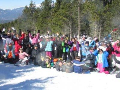为学校团体带雪鞋出发