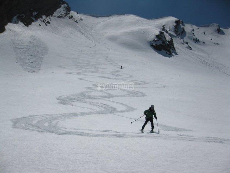scivolando giù dalla montagna