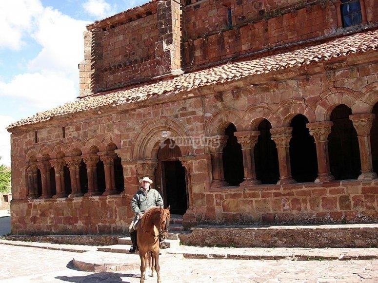 Recorre lugares emblemáticos a caballo