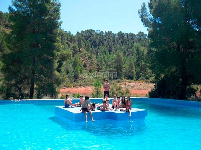 piscina en el campus de ingles en requena