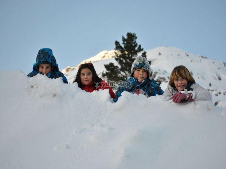 scolari nella neve