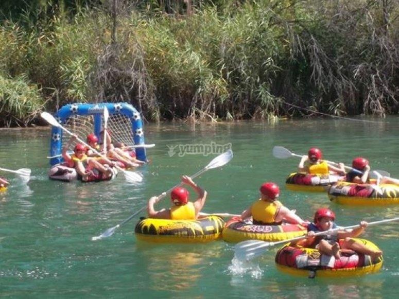 在水中的活动