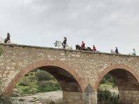 骑马穿过巴达霍斯历史悠久的地方