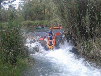 在Cabriel河的独木舟木筏有住宿