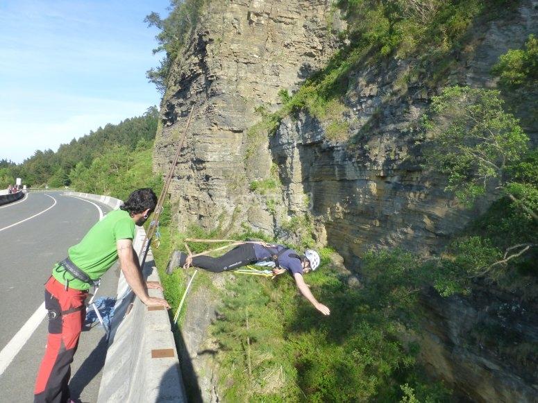 Saltando desde puente de Ondarroa