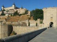 Puente hacia el centro de Toledo