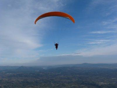 Vuelo en parapente biplaza en Cebreros 600 metros