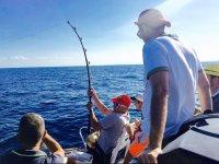 Pesca con canna dalla barca
