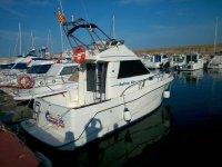 Barca pronta per iniziare un viaggio sulla Costa Dorada