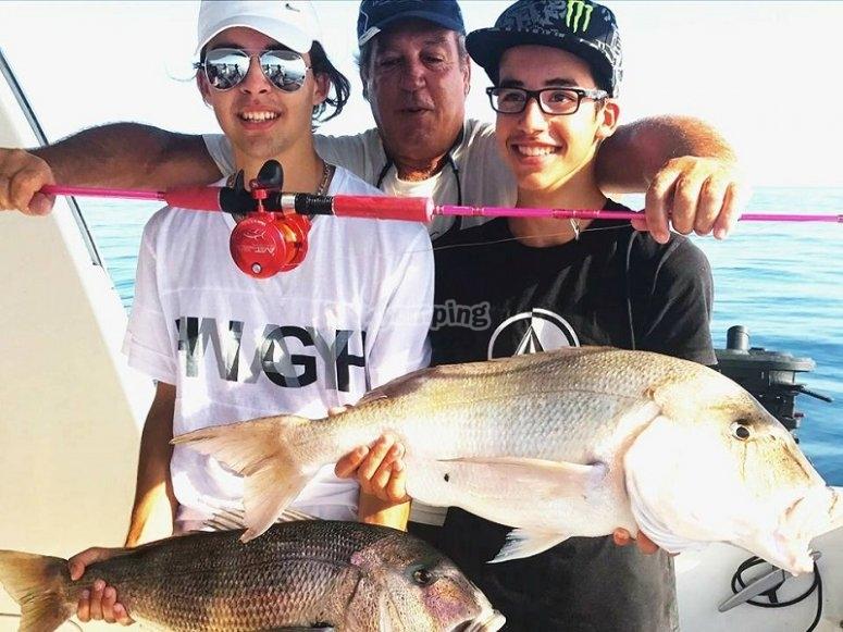 Jovenes pescadores en Alicante