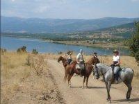 Ruta a caballo en el rio