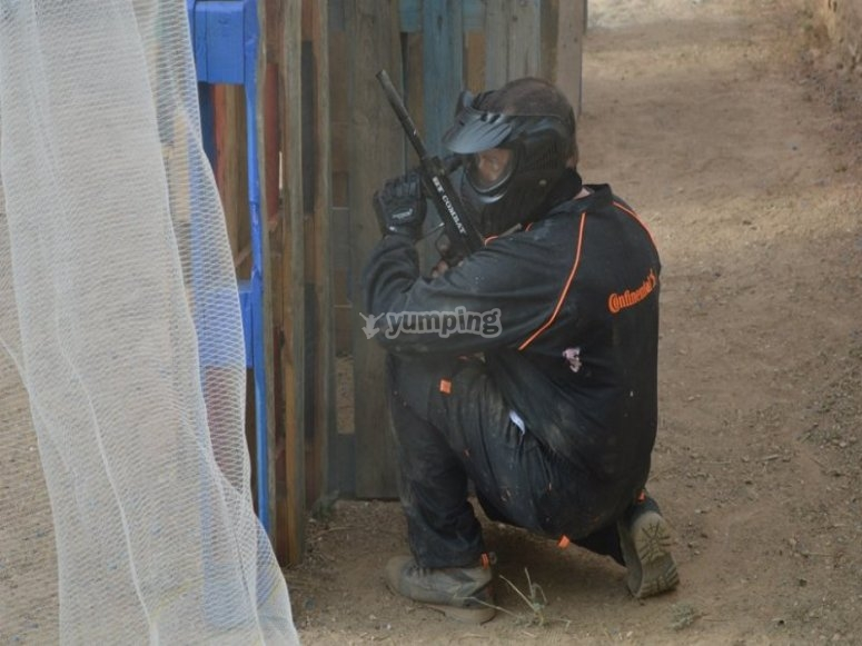 Agazapado en paintball