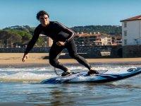 Surfea sin necesidad de olas con tu tabla eléctrica en Málaga