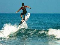 Surf con tabla eléctrica en Benalmádena