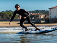 Playa de Benalmádena en tabla de surf eléctrica