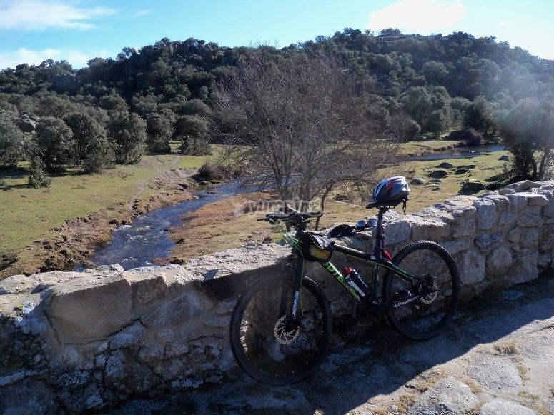 Con la bici en el Puente Mocho