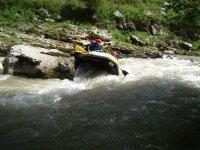 Raft between the rocks
