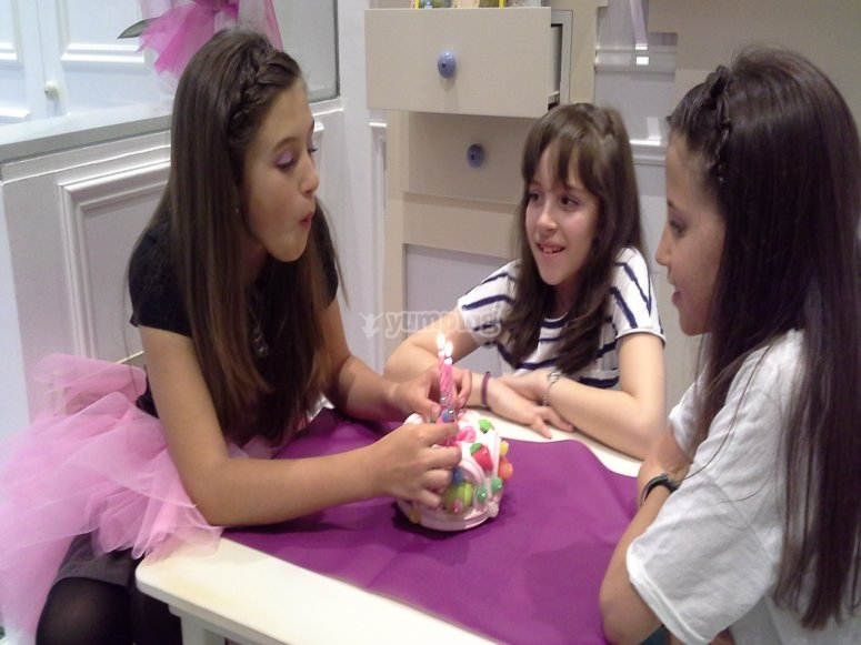Manicure for mothers and daughters