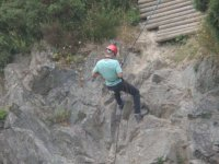 Instructor de rappel en roca