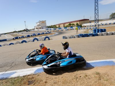 Lotto karting umorismo giallo e menu di hamburger