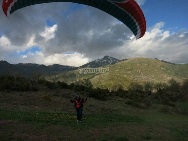 Fly on a paraglider in Liri