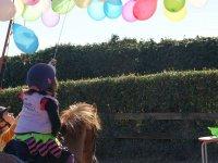 Pinchando globos desde el pony